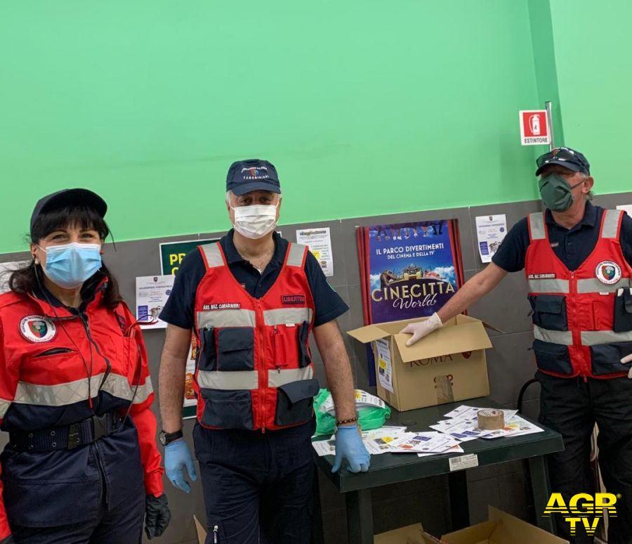 associazione Carabinieri consegna pacchi popolazione
