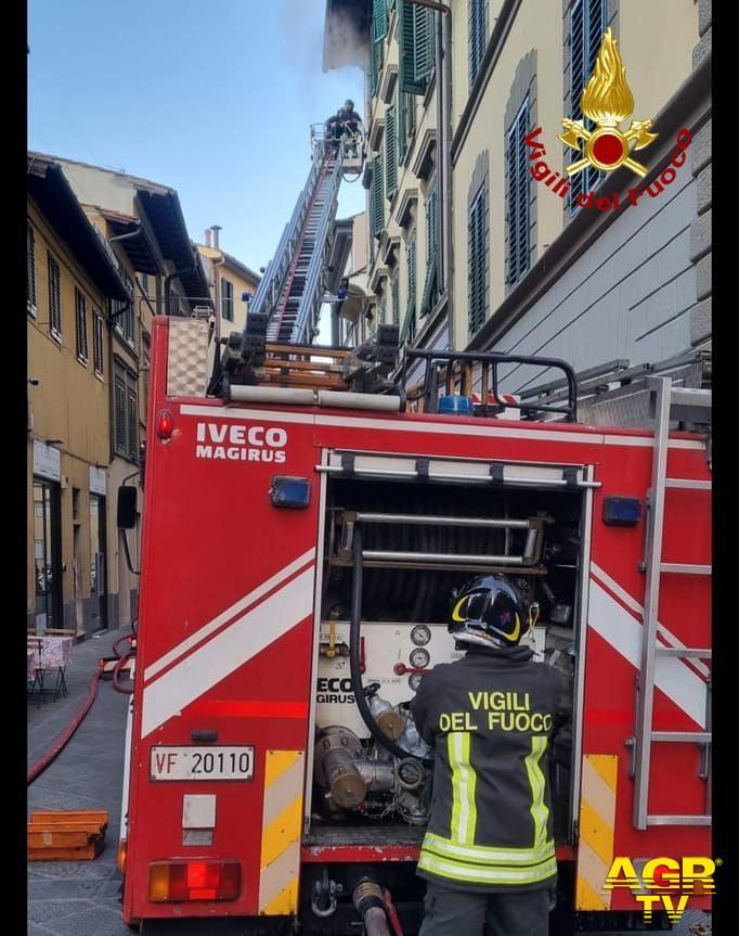 Vigili del Fuoco Comando Toscana Firenze. Incendio che ha coinvolto un appartame