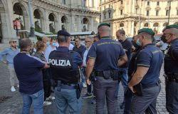 polizia e guardia di finanza controlli piazza esedra