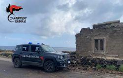 carabinieri impegnati nella ricerca dei dispersi