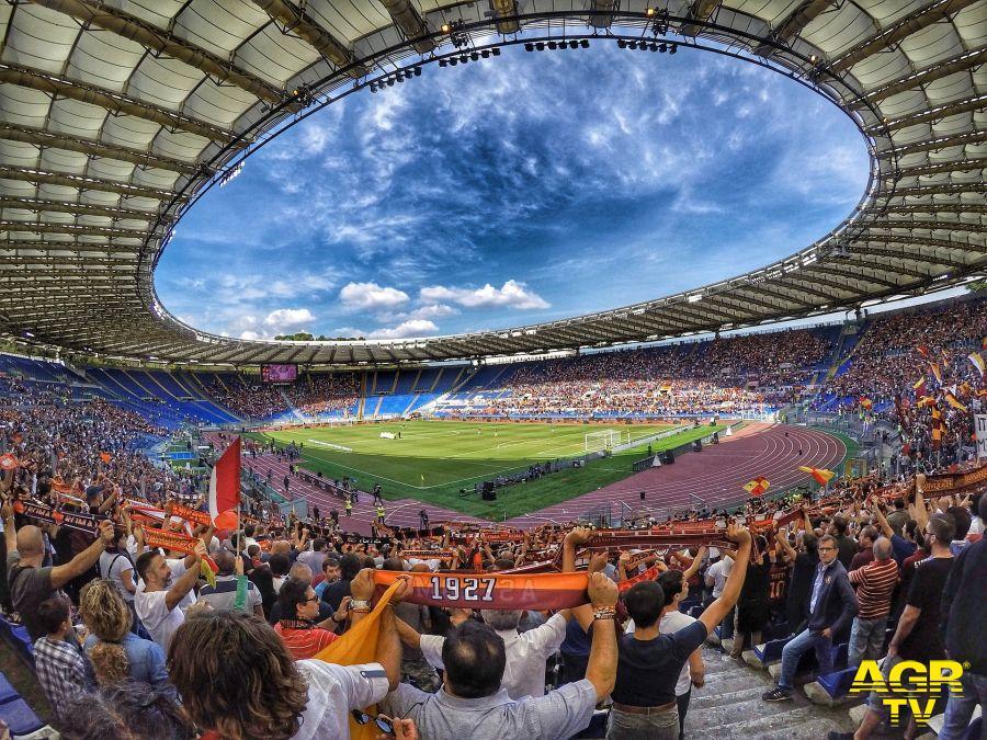 Derby romano alla Lazio (3-2).
