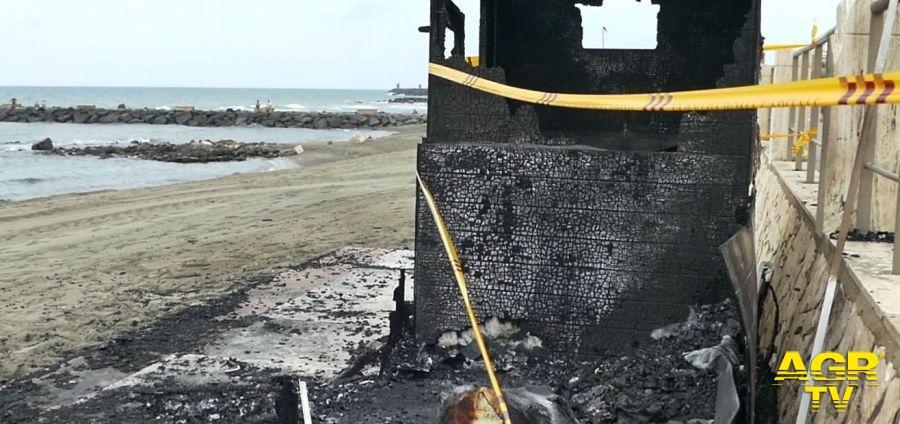 incendio spiaggia ocra bagni per disabili