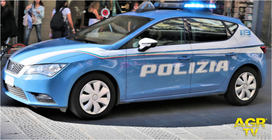 Questura di Firenze Fissava gli appuntamenti su un social network e consegnava la droga in monopattino