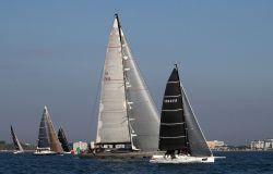 Vela, La Cinquanta uno spettacolo di vele e colori sul mare