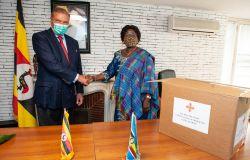 Carlo di Borbone con l'ambasciatrice dell'Uganda