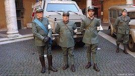 Mililtari CRI in uniformi storiche
