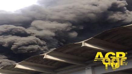 Ardea, nube tossica per incendio deposito pneumatici, le disposizioni della Asl