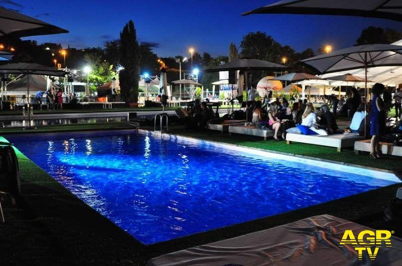 Mondofitness, serata a bordo piscina