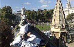 Ancora 31 attivisti sul tetto del Parlamento