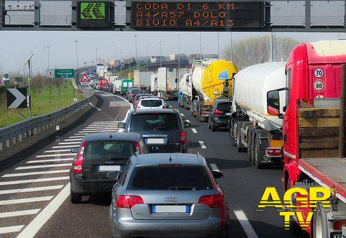 Roma. Novantenne alla guida della propria autovettura, percorre contromano l'autostrada Roma Fiumicino.